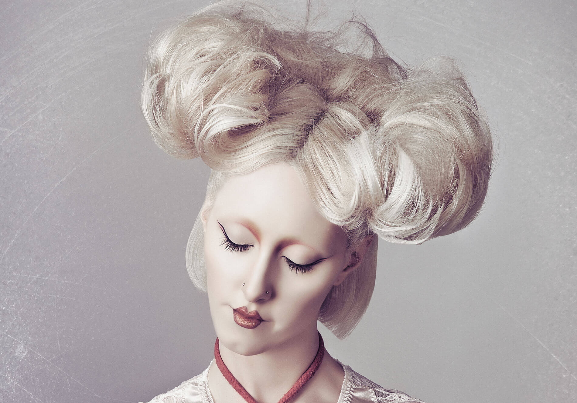 salon-photoshoot-blonde-upstyle-dramatic-curve-website-slider-2
